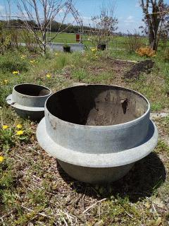 蓮と睡蓮の池を作るところです