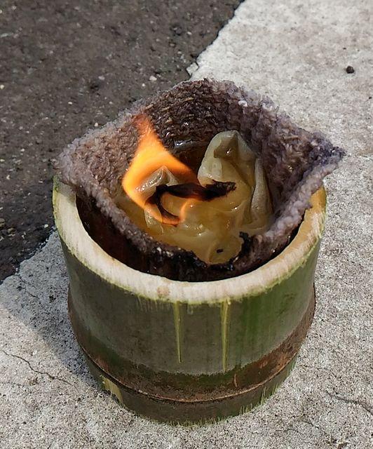 食用油を再利用した助燃材です